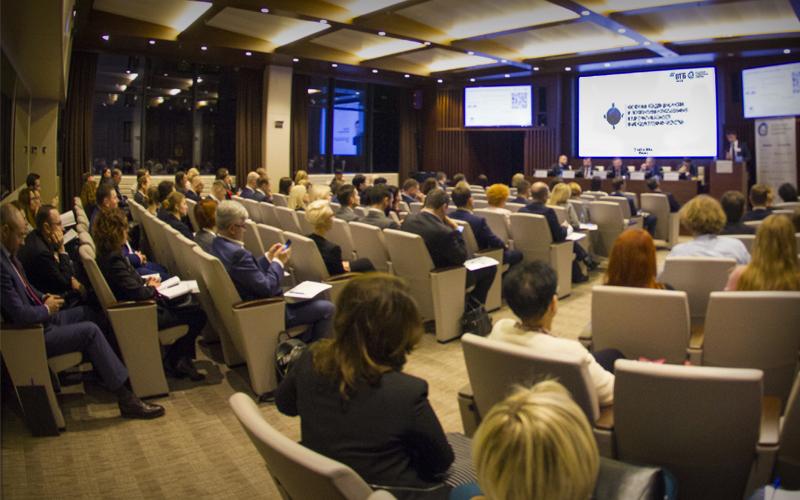 Представители крупного бизнеса и регулятора на площадке ВТБ обсудили основные тенденции, риски и перспективы использования национальных валют в международных расчетах